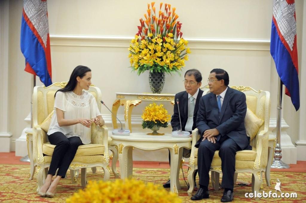 Angelina Jolie  in Cambodia (12)
