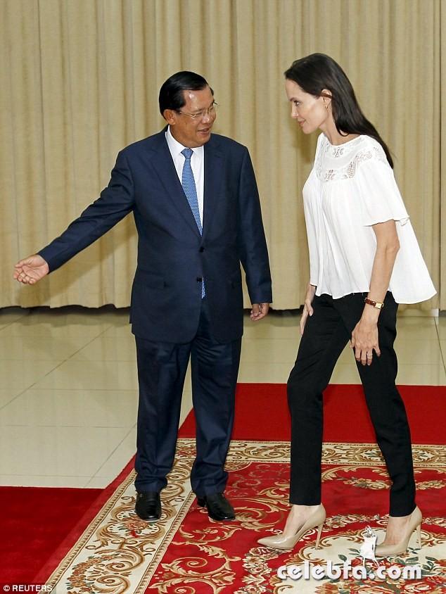 Angelina Jolie  in Cambodia (5)