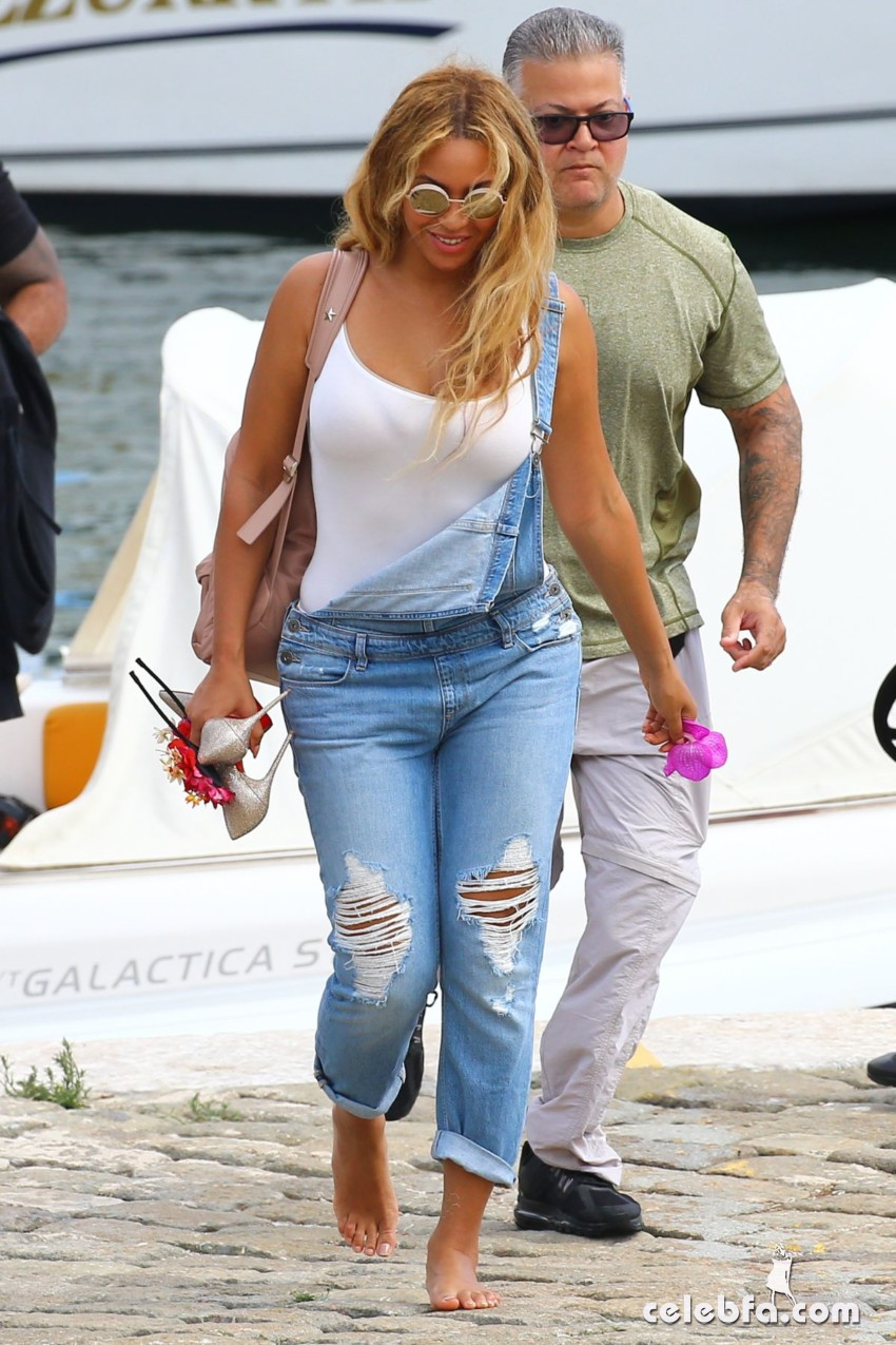 beyonce-knowless-out-in-beaulieu-sur-mer (3)