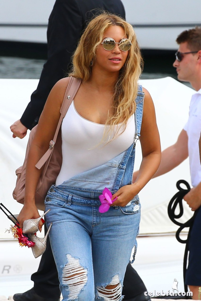 beyonce-knowless-out-in-beaulieu-sur-mer (5)