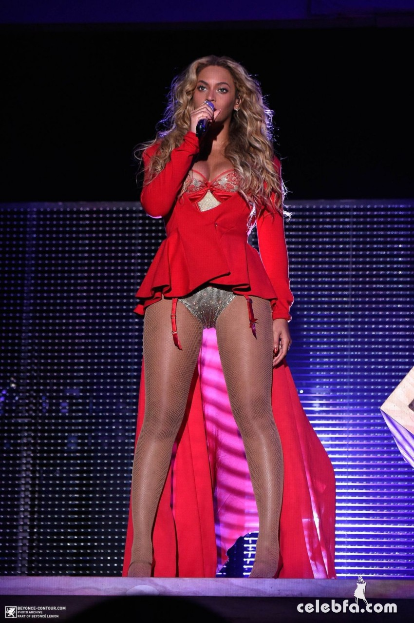 beyonce-performs-at-2015-budweiser-made-in-america-festival-at-benjamin-franklin-parkway-in-philadelphia (7)