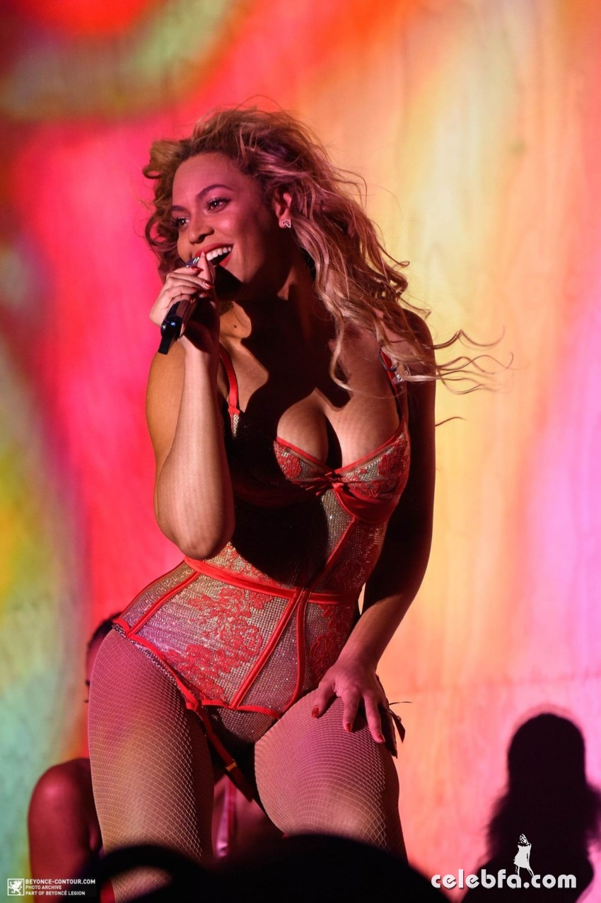 beyonce-performs-at-2015-budweiser-made-in-america-festival-at-benjamin-franklin-parkway-in-philadelphia (8)