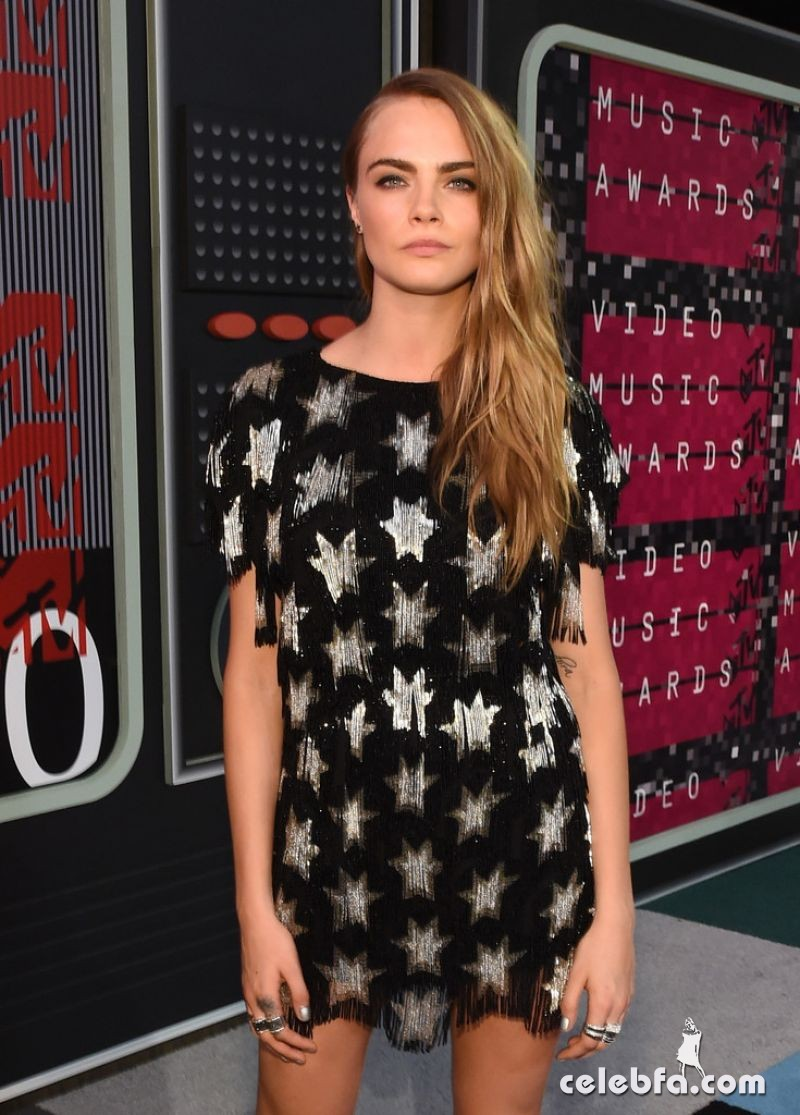 cara-delevingne-at-mtv-video-music-awards-2015-CelebFa (1)