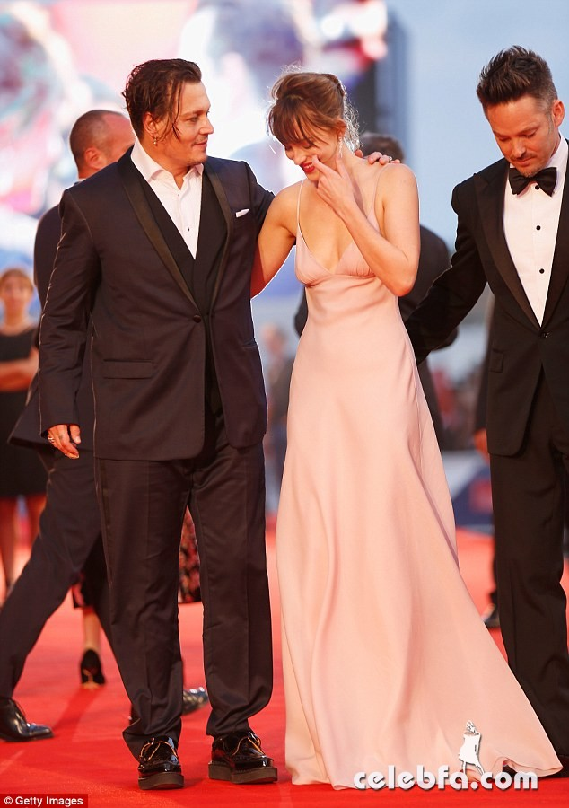 dakota-johnson-at-black-mass-premiere-at-72nd-venice-film-festival (10)
