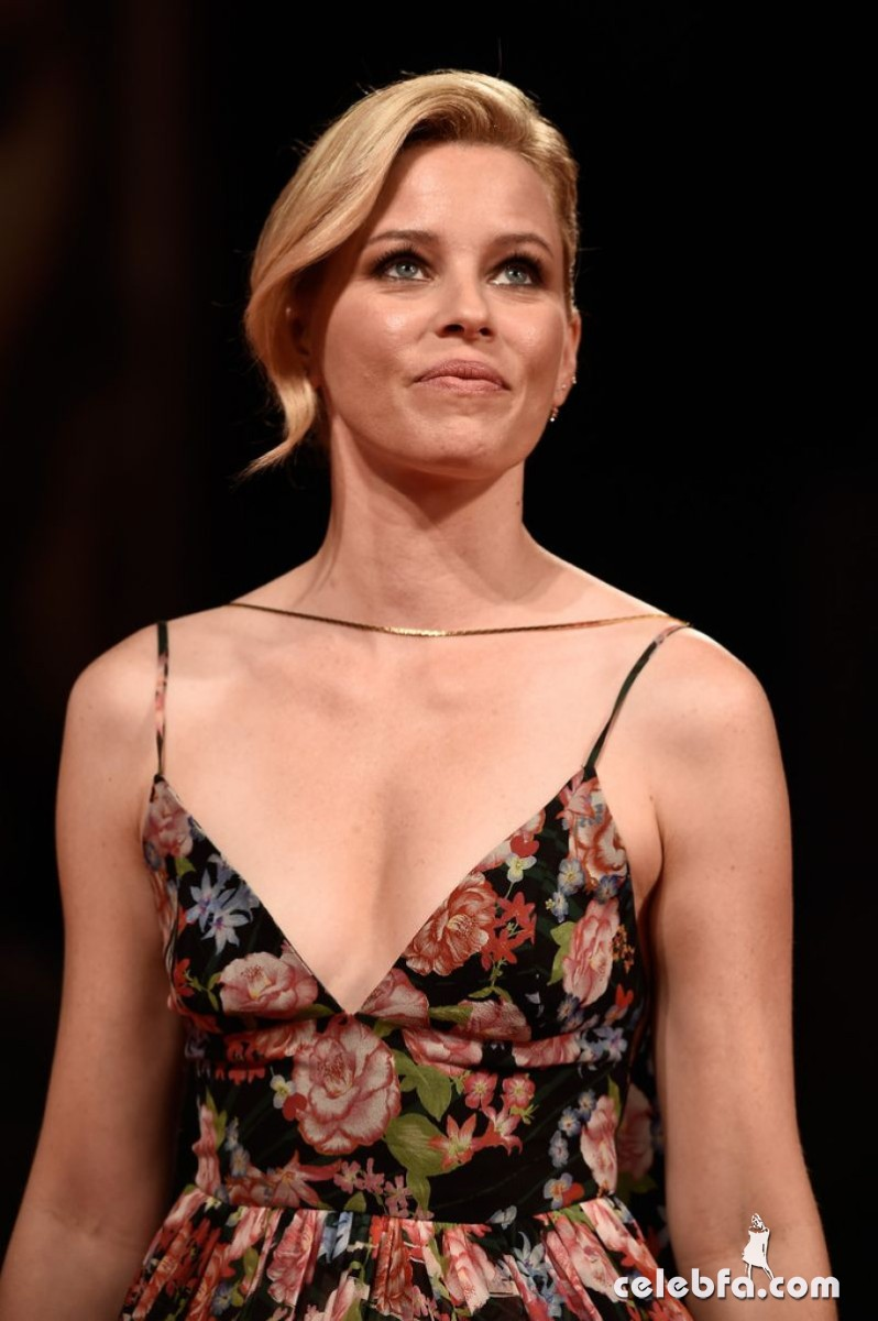 elizabeth-banks-at-beasts-of-no-nation-premiere-at-2015-venice (1)