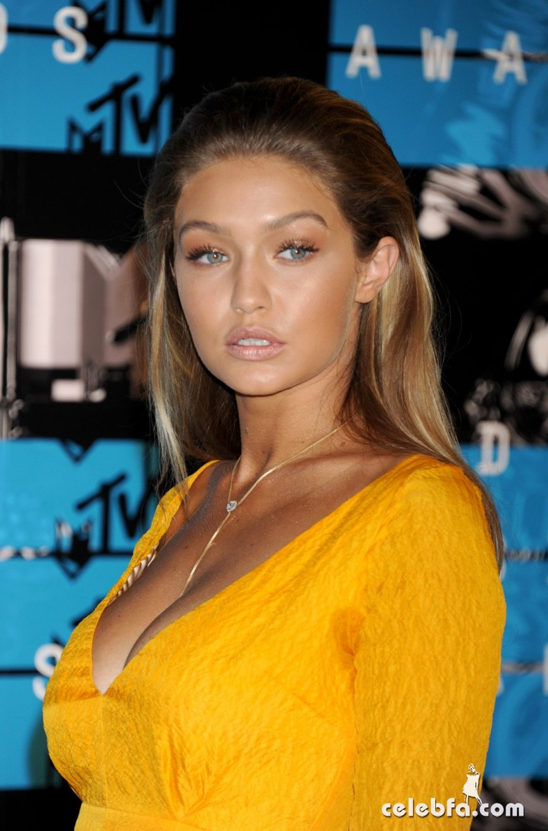 gigi-hadid-at-mtv-video-music-awards-2015 (7)