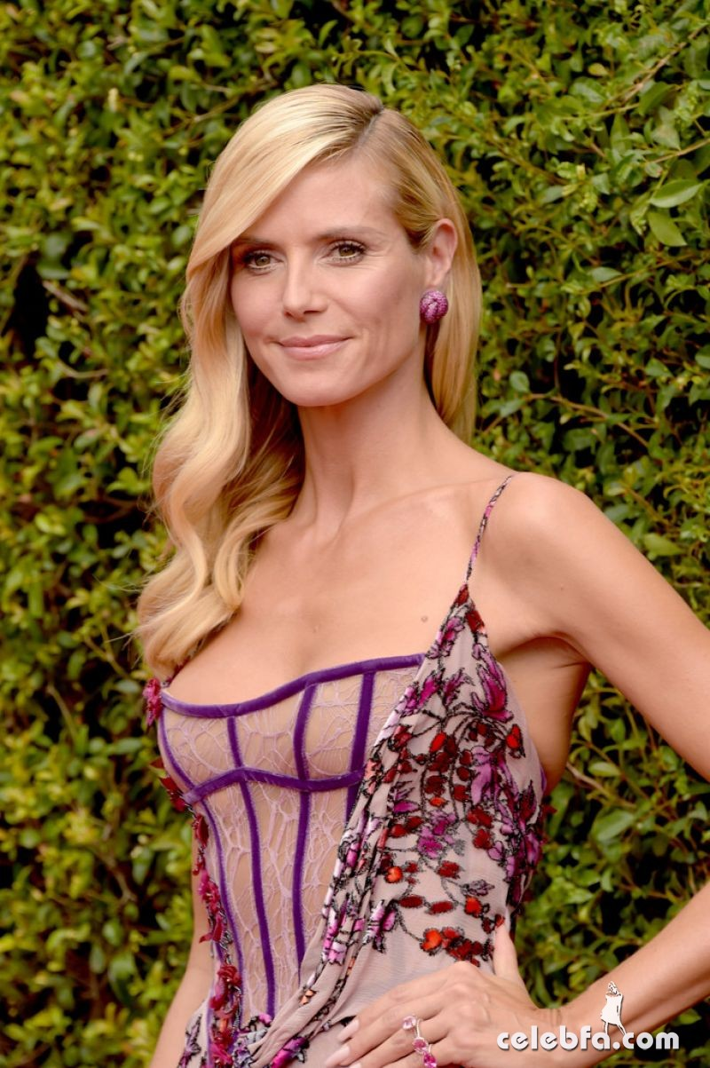 heidi-klum-at-2015-creative-arts-emmy-awards-in-los-angeles (2)