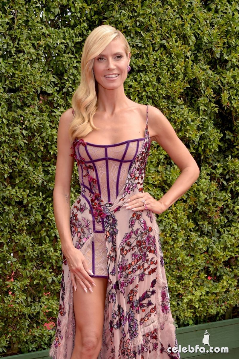 heidi-klum-at-2015-creative-arts-emmy-awards-in-los-angeles (5)