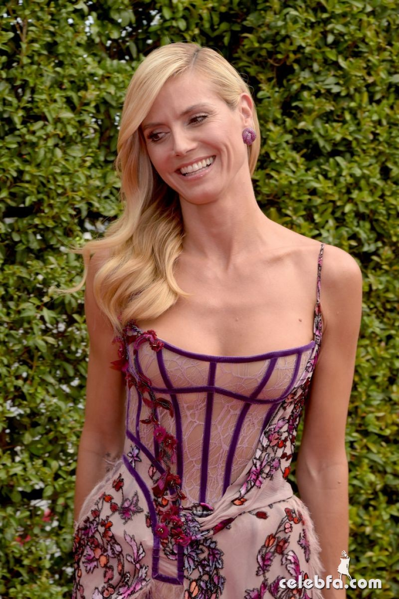 heidi-klum-at-2015-creative-arts-emmy-awards-in-los-angeles (7)