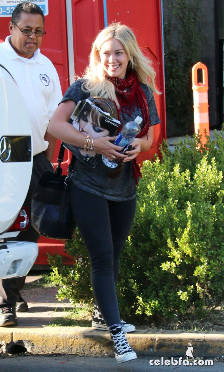 hilary-duff-out-shopping-in-los-angeles (1)