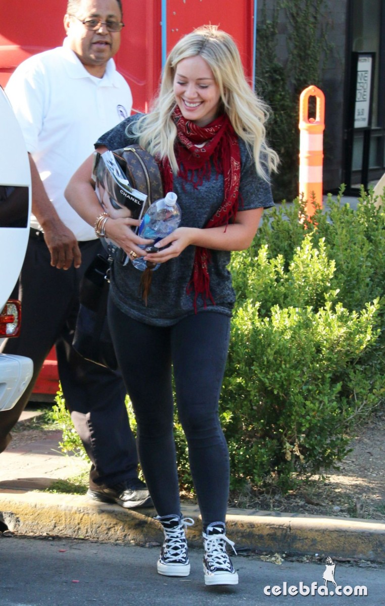 hilary-duff-out-shopping-in-los-angeles (6)