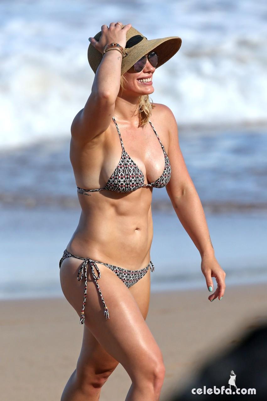 Hilary Duff's Bikini Body (10)