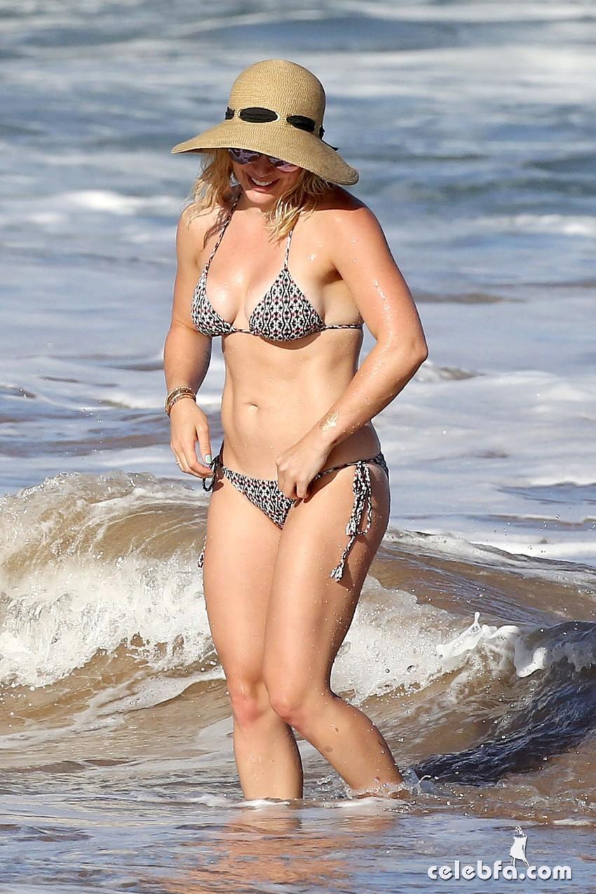 Hilary Duff's Bikini Body (7)