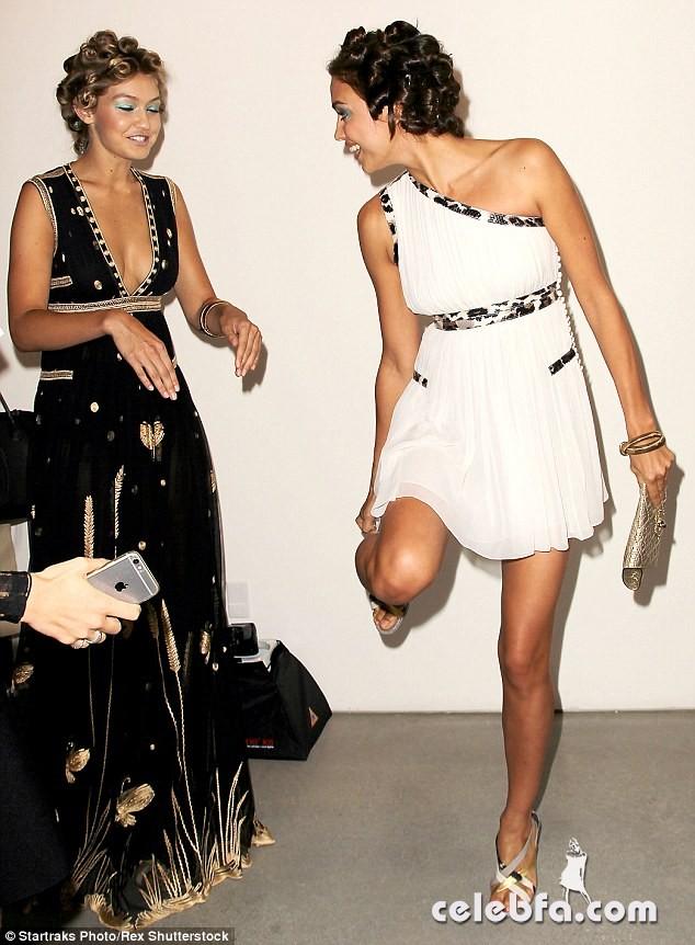 irina-shayk-at-diane-von-furstenberg-fashion-show-in-new-york (7)