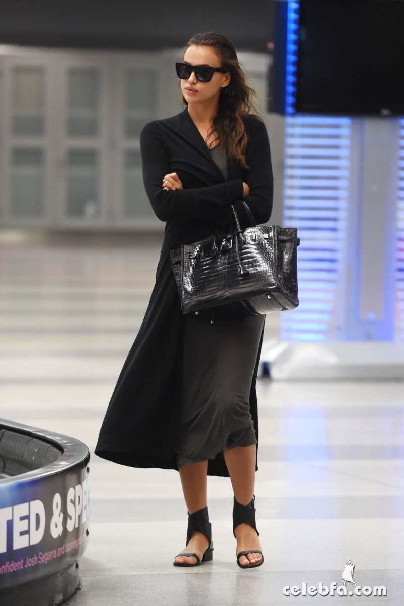 irina-shayk-at-jfk-airport-in-new-york (1)