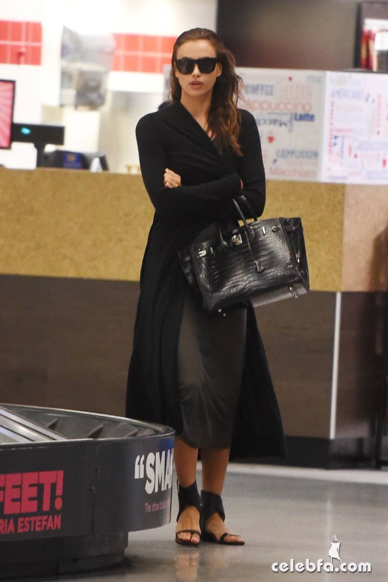 irina-shayk-at-jfk-airport-in-new-york (2)
