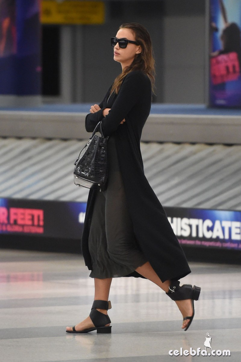 irina-shayk-at-jfk-airport-in-new-york (4)