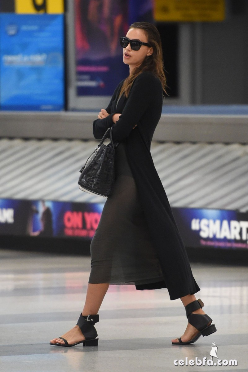 irina-shayk-at-jfk-airport-in-new-york (5)