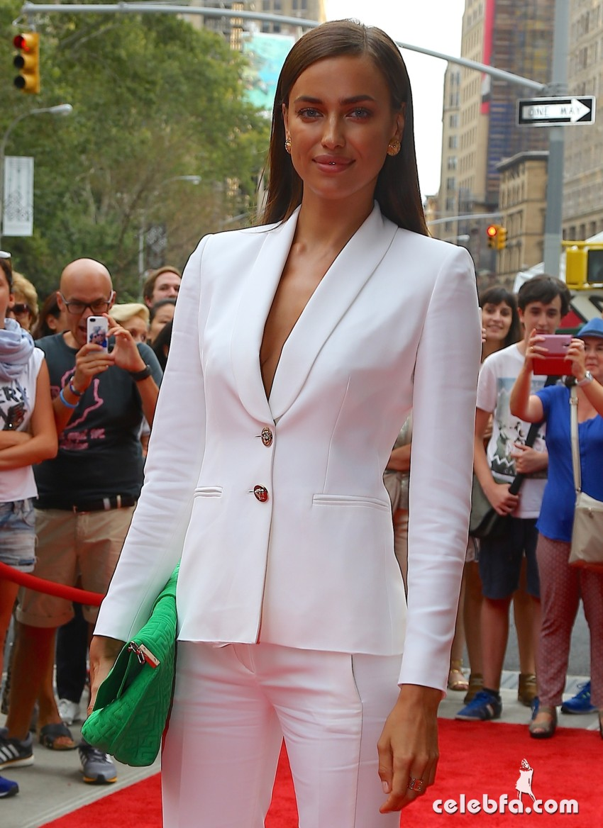 irina-shayk-at-porcelanosa-flagship-showroom-opening (1)