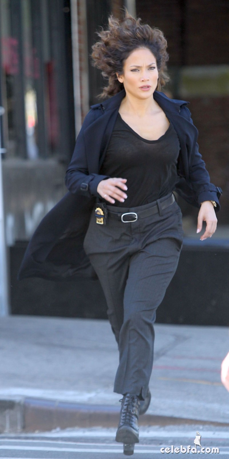 jennifer-lopez-on-the-set-of-shades-of-blue-in-new-york (8)