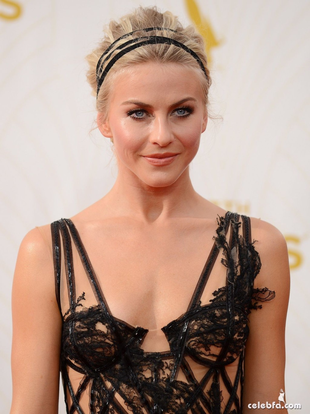julianne-hough-at-2015-emmy-awards (1)