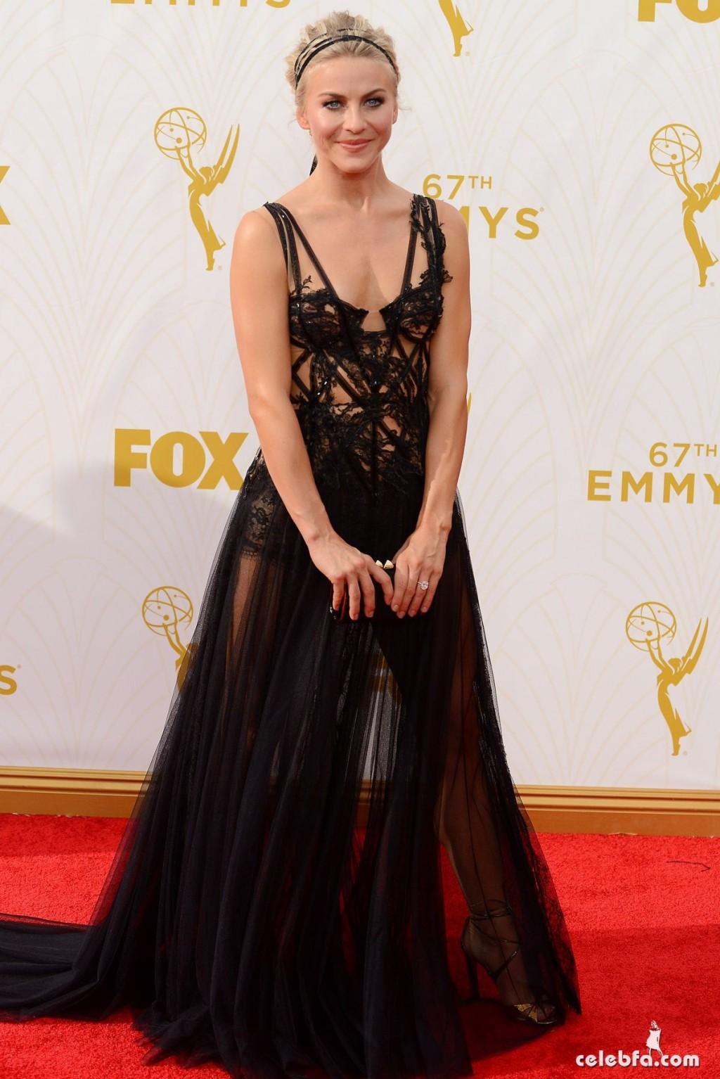 julianne-hough-at-2015-emmy-awards (3)
