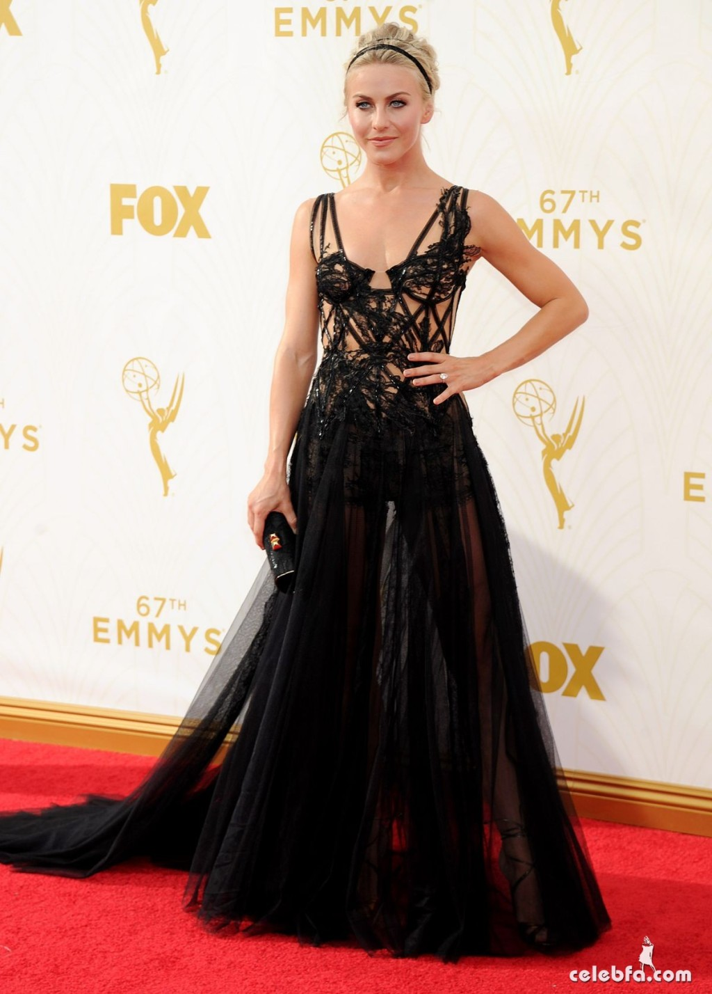 julianne-hough-at-2015-emmy-awards (4)