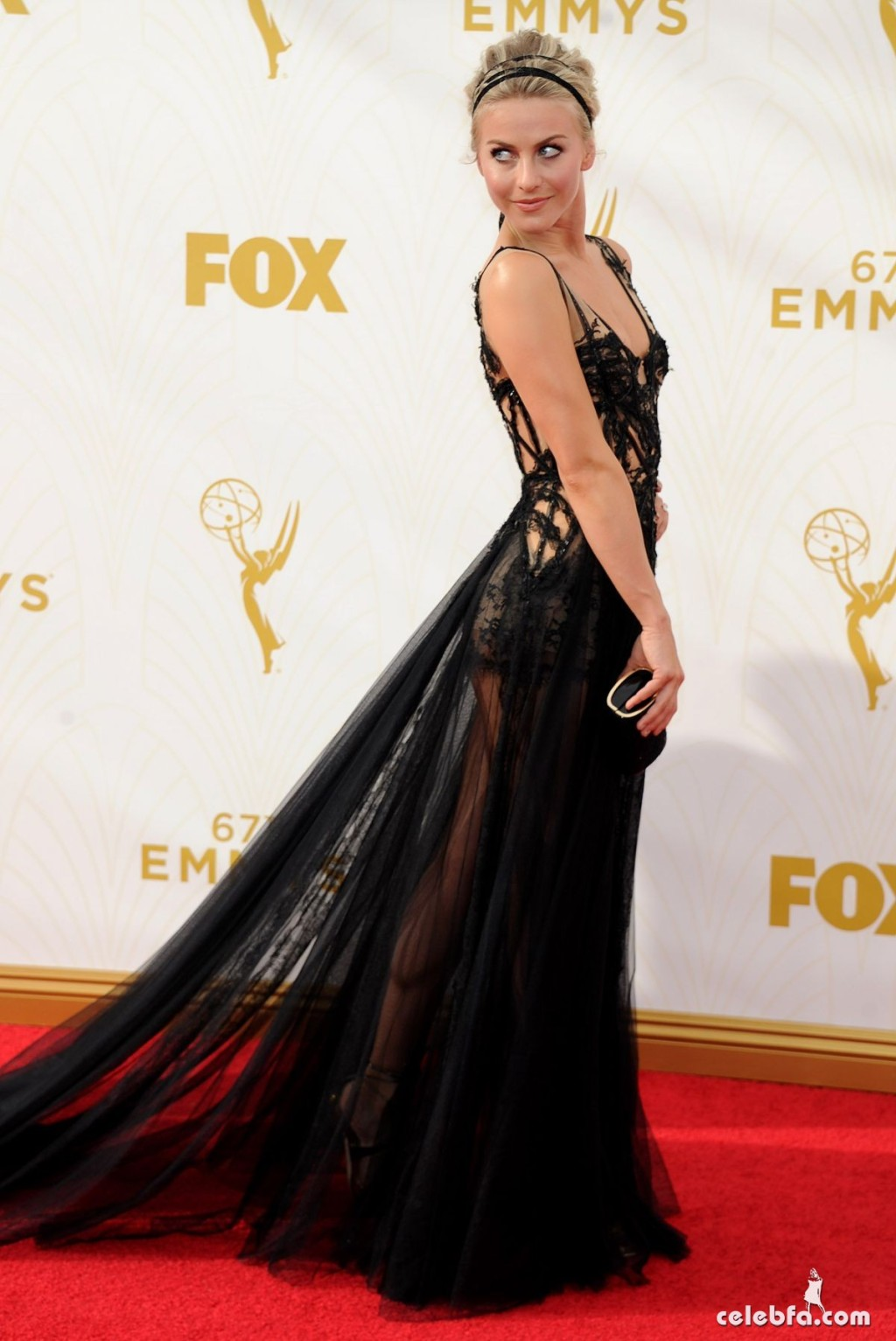 julianne-hough-at-2015-emmy-awards (5)