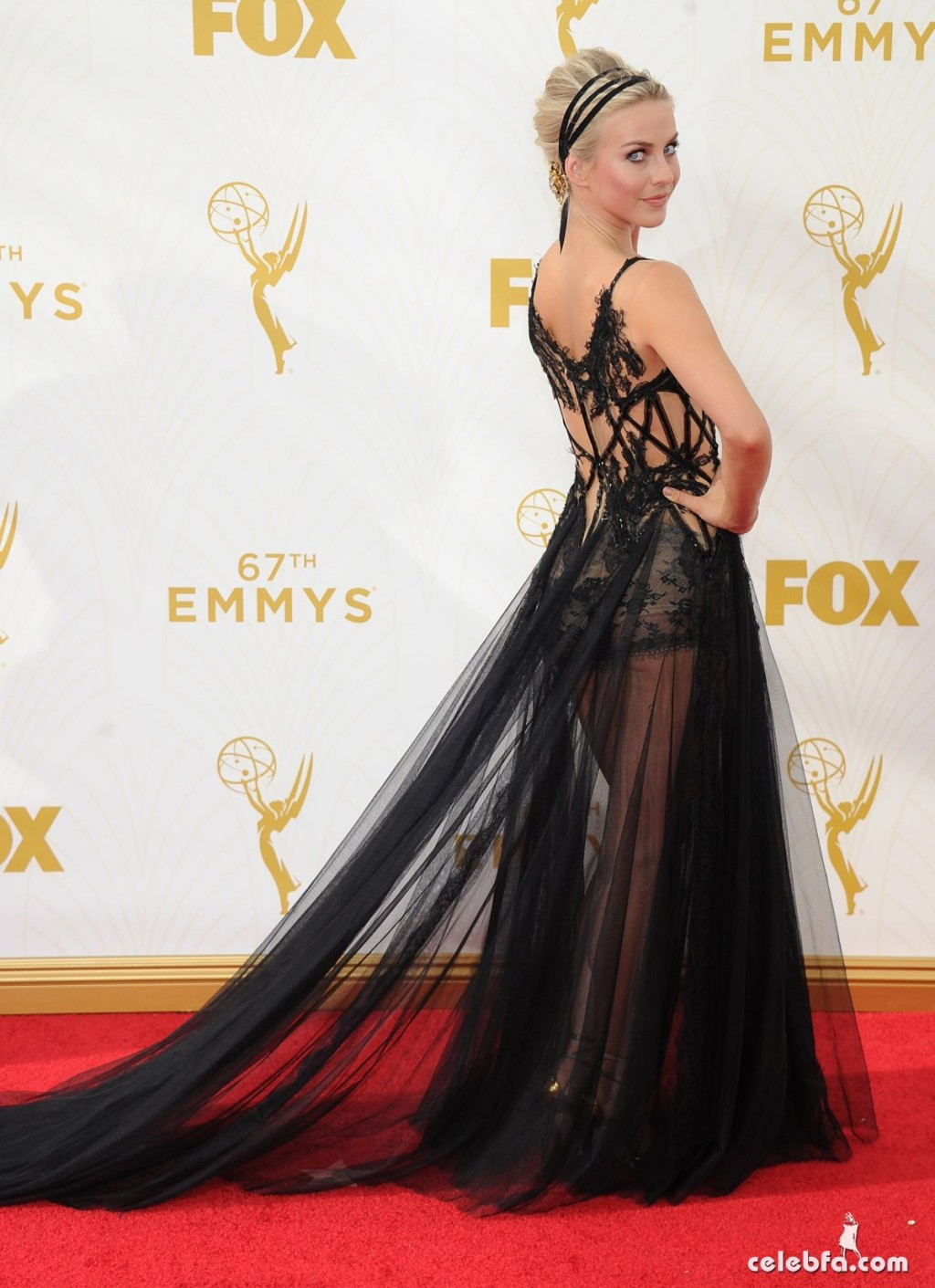 julianne-hough-at-2015-emmy-awards (6)