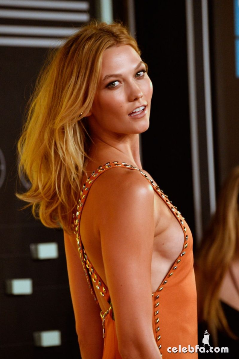 karlie-kloss-at-mtv-video-music-awards-2015 (3)