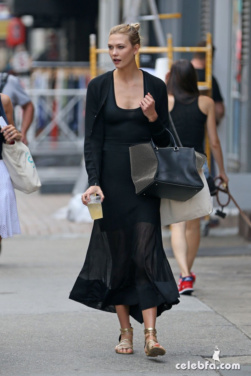 karlie-kloss-out-and-about-in-new-york (1)