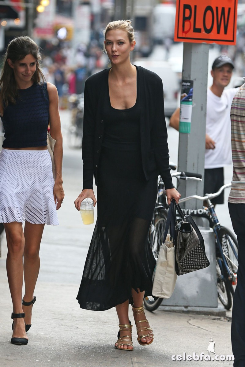 karlie-kloss-out-and-about-in-new-york (4)