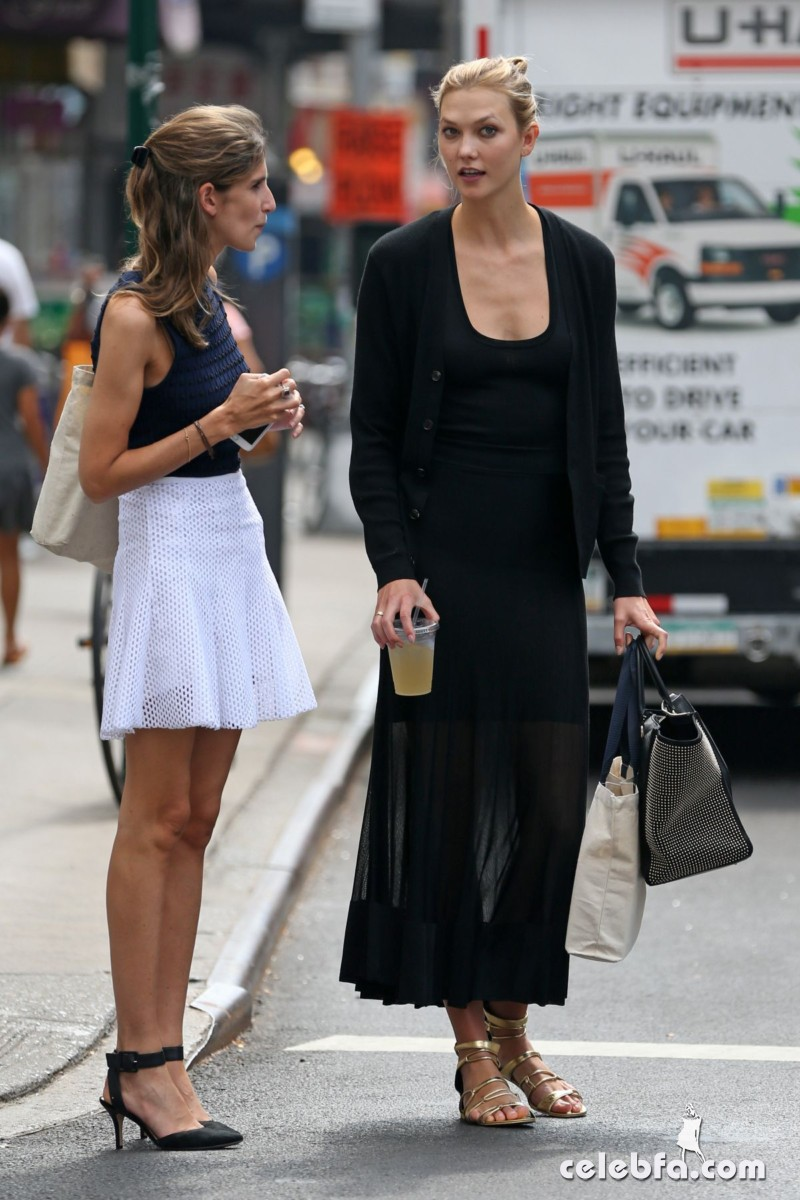 karlie-kloss-out-and-about-in-new-york (5)
