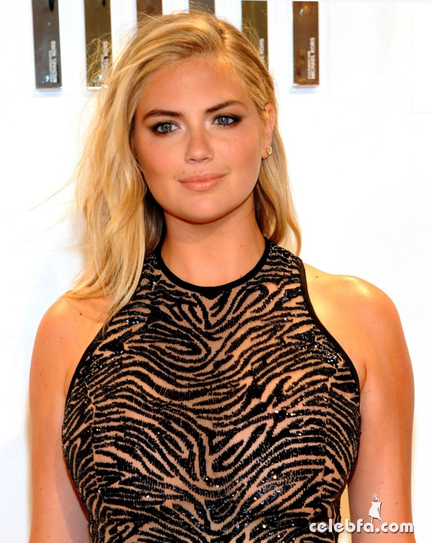 kate-upton-at-gold-collection-fragrance-launch-by-michael-kors-in-new-york (3)