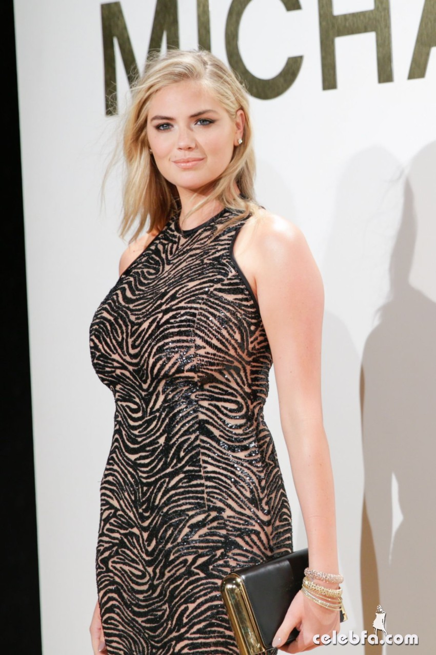 kate-upton-at-gold-collection-fragrance-launch-by-michael-kors-in-new-york (5)