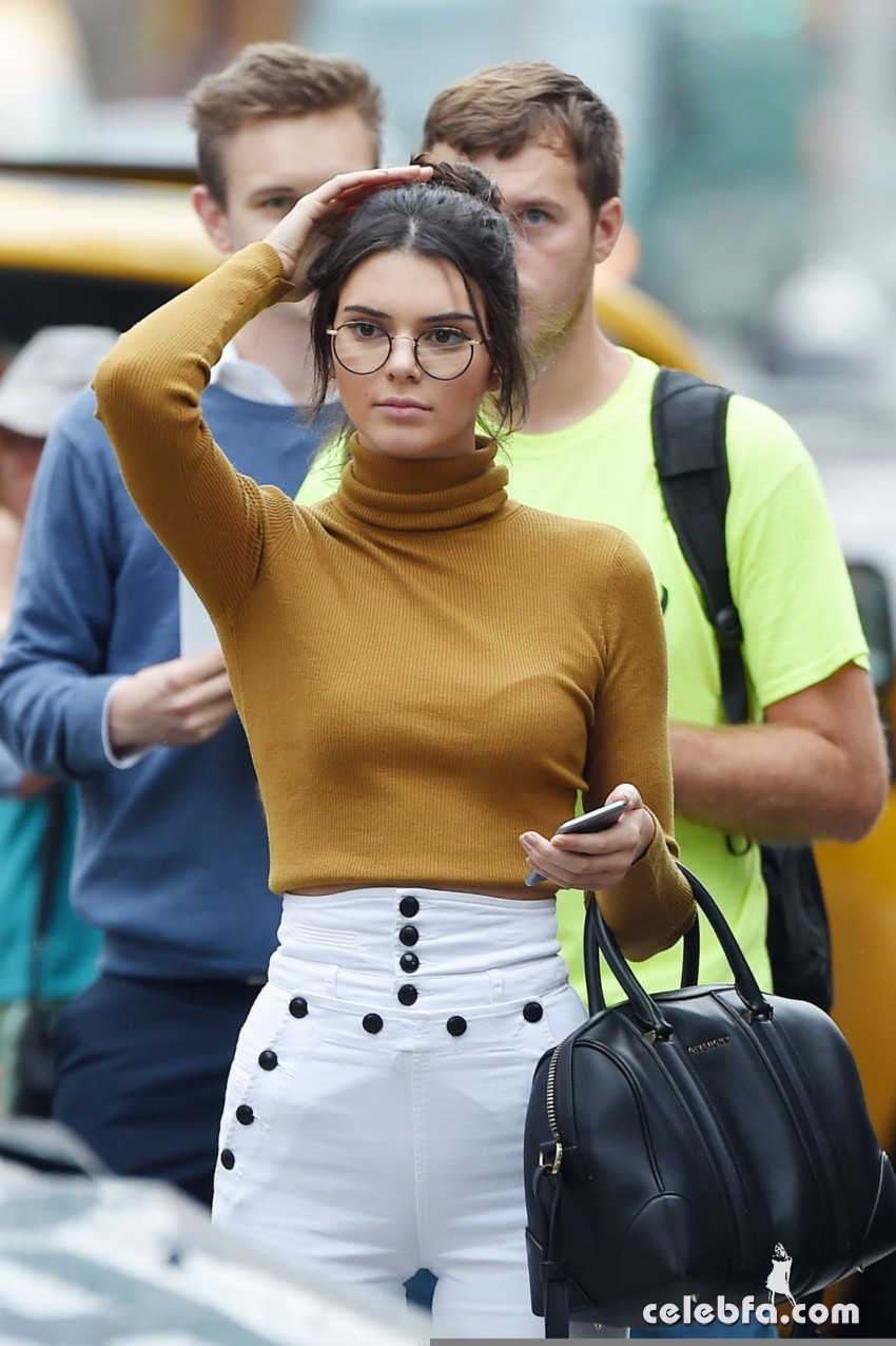 kendall-jenner-out-in-new-york (1)