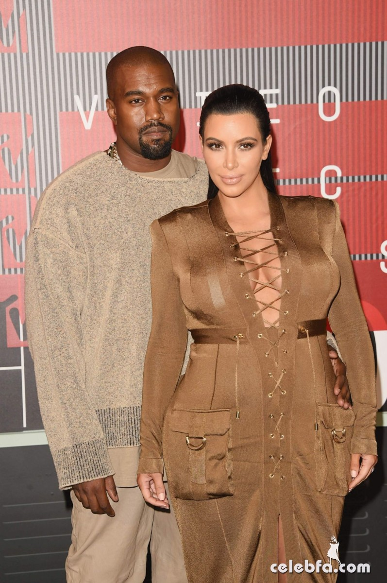 kim-kardashian-at-mtv-video-music-awards-2015 (4)