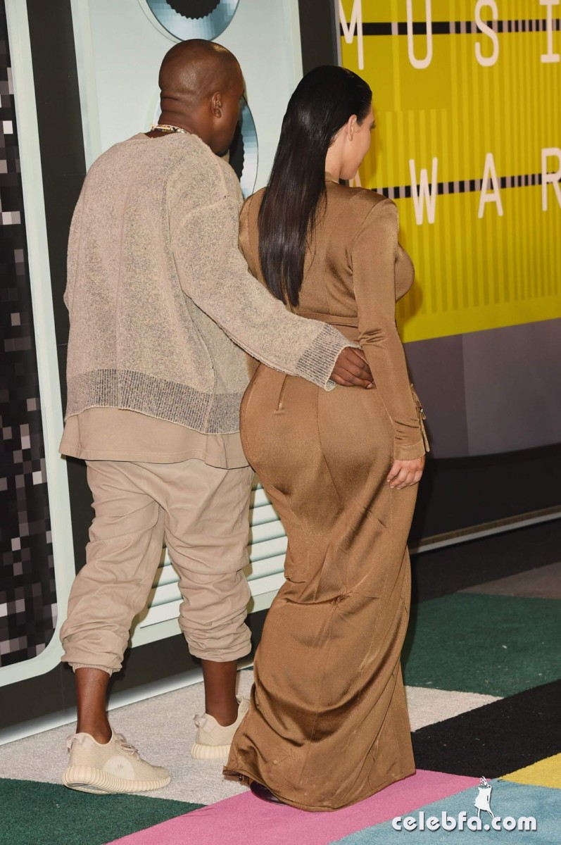kim-kardashian-at-mtv-video-music-awards-2015 (8)