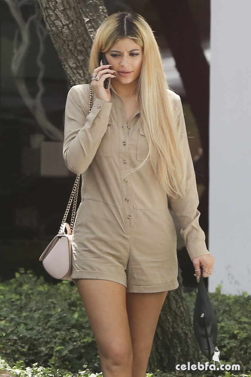 kylie-jenner-arrives-at-spatz-laboratories (1)