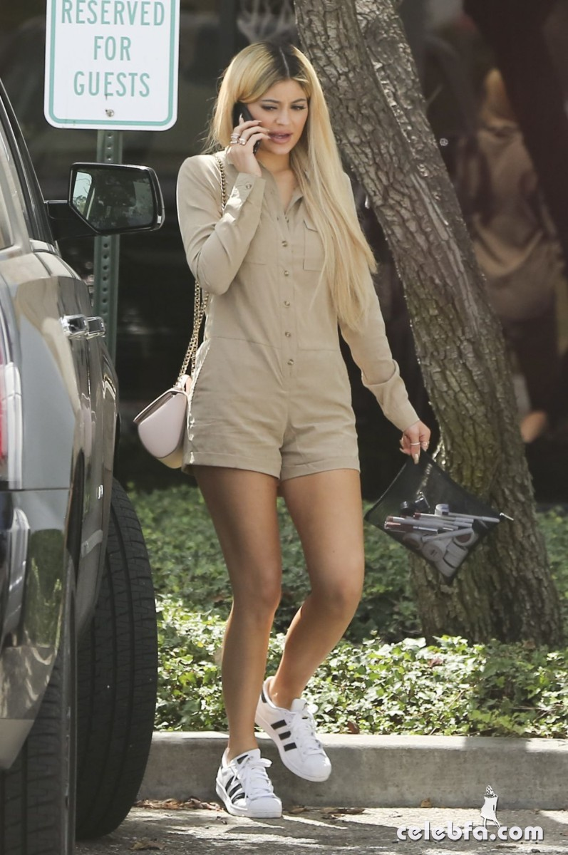 kylie-jenner-arrives-at-spatz-laboratories (5)