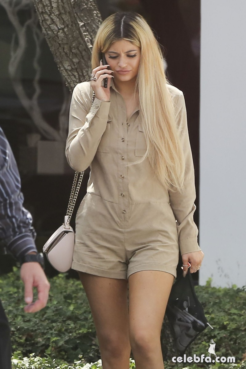 kylie-jenner-arrives-at-spatz-laboratories (7)