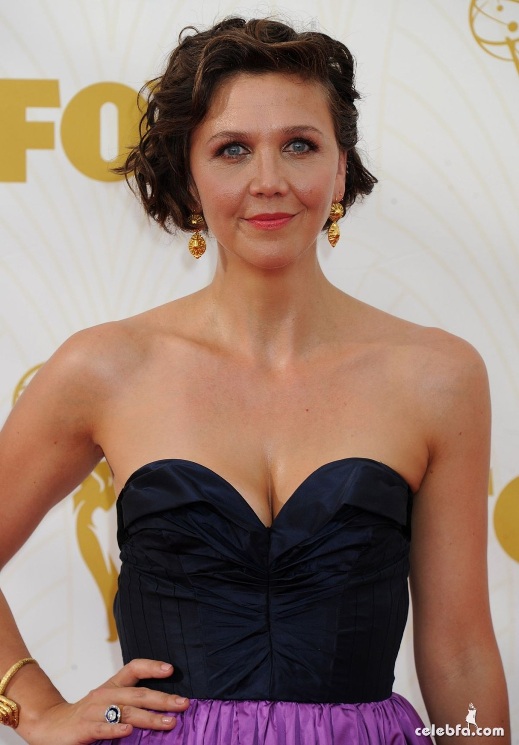maggie-gyllenhaal-at-2015-emmy-awards (1)