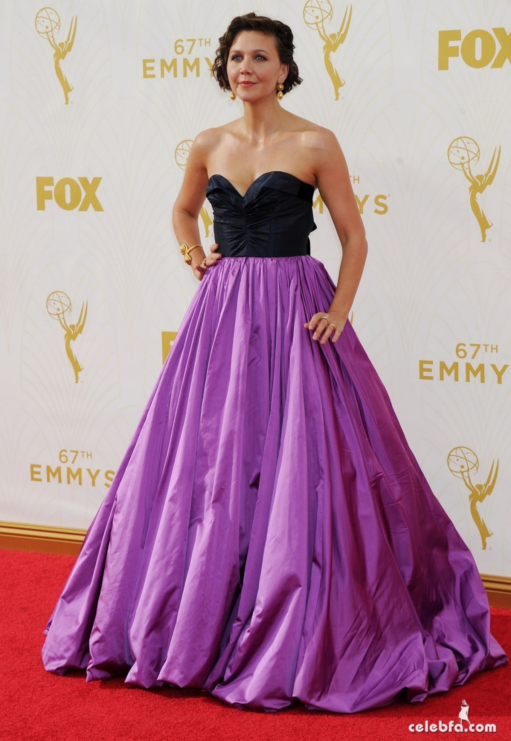 maggie-gyllenhaal-at-2015-emmy-awards (2)