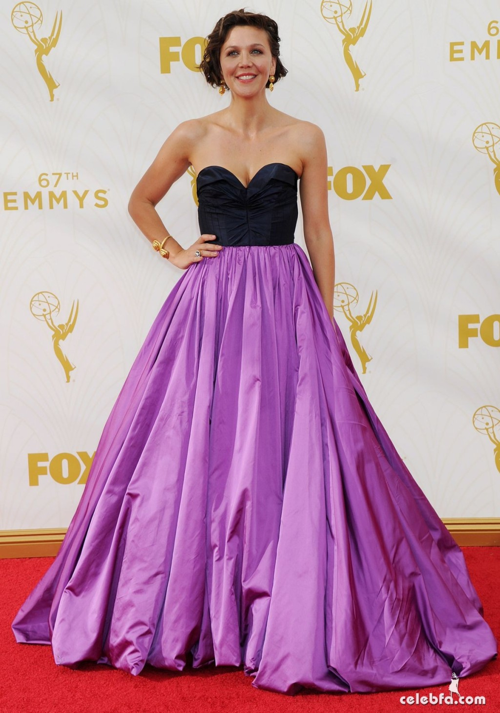 maggie-gyllenhaal-at-2015-emmy-awards (3)