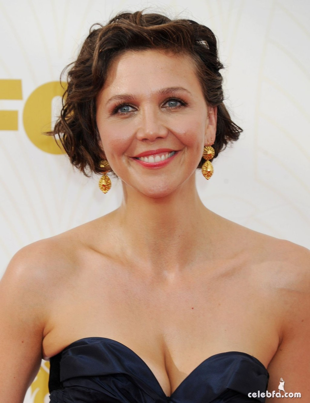 maggie-gyllenhaal-at-2015-emmy-awards (4)