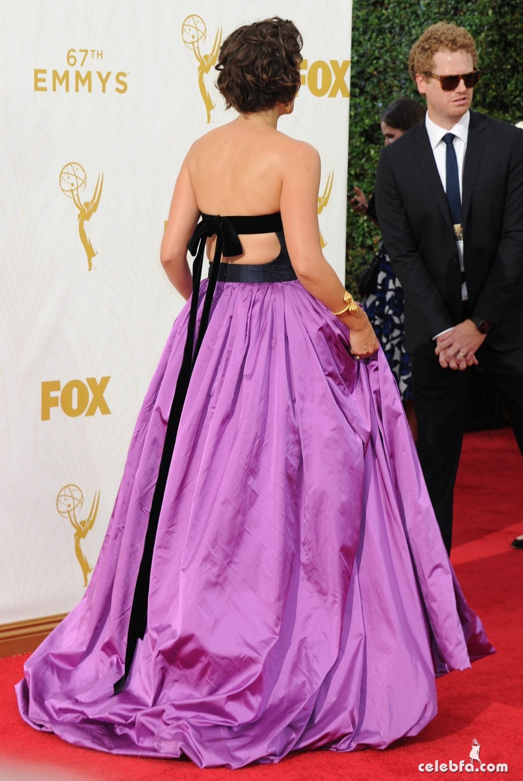 maggie-gyllenhaal-at-2015-emmy-awards (5)