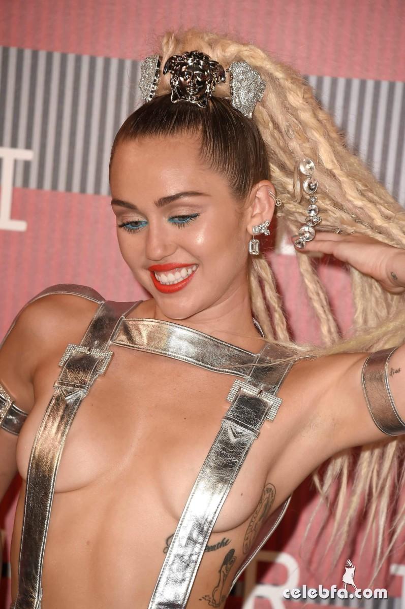 Miley Cyrus - 2015 MTV Video Music Awards  (1)