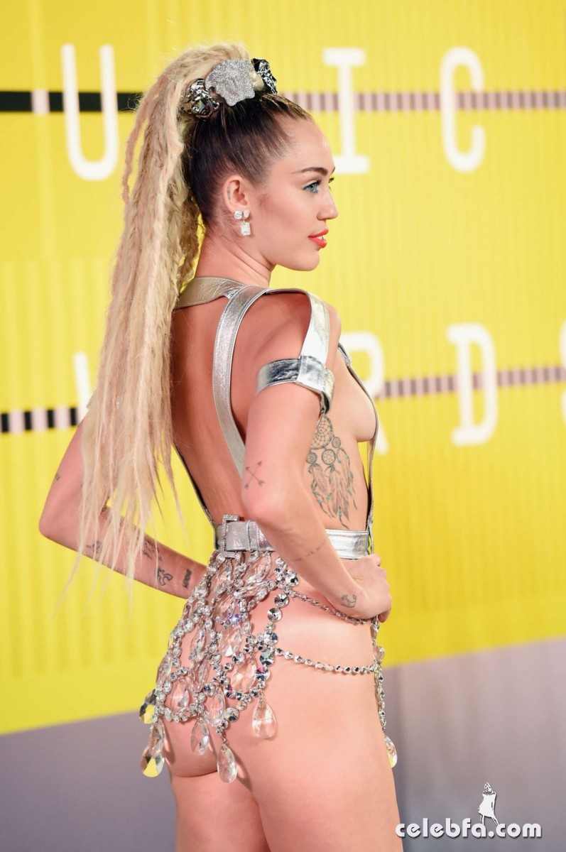 Miley Cyrus - 2015 MTV Video Music Awards  (2)
