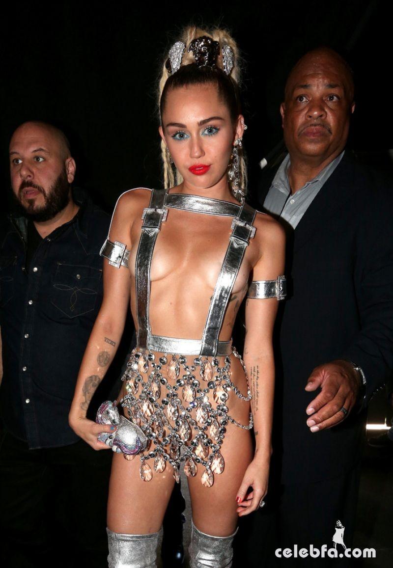 Miley Cyrus - 2015 MTV Video Music Awards  (5)