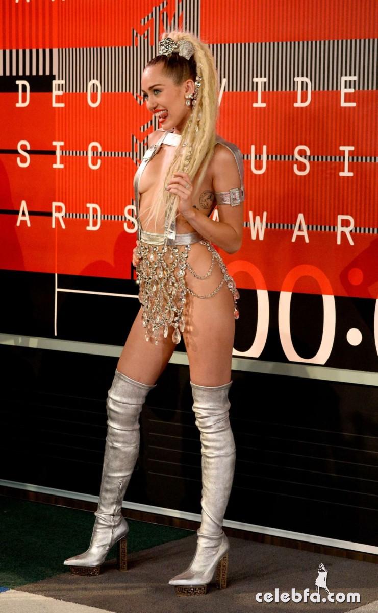 Miley Cyrus - 2015 MTV Video Music Awards  (6)